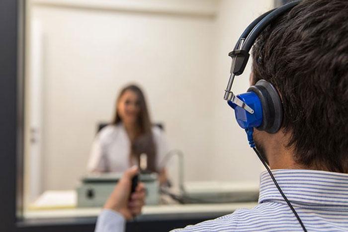 آزمون های شنوایی مخصوص بزرگسالان ارائه شده در مرکز شنوایی البرز